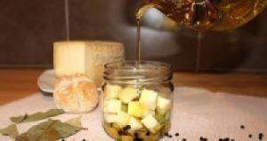 Queso manchego en aceite especiado